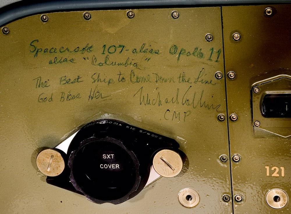Graffiti de Michael Collins dentro del CM del Apolo 11