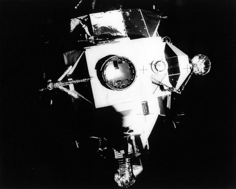 Adios al Acuario (Foto: NASA AS13-59-8562)