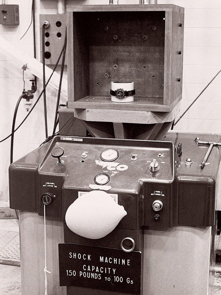NASA testando al Omega Speedmaster en la máquina de impactos