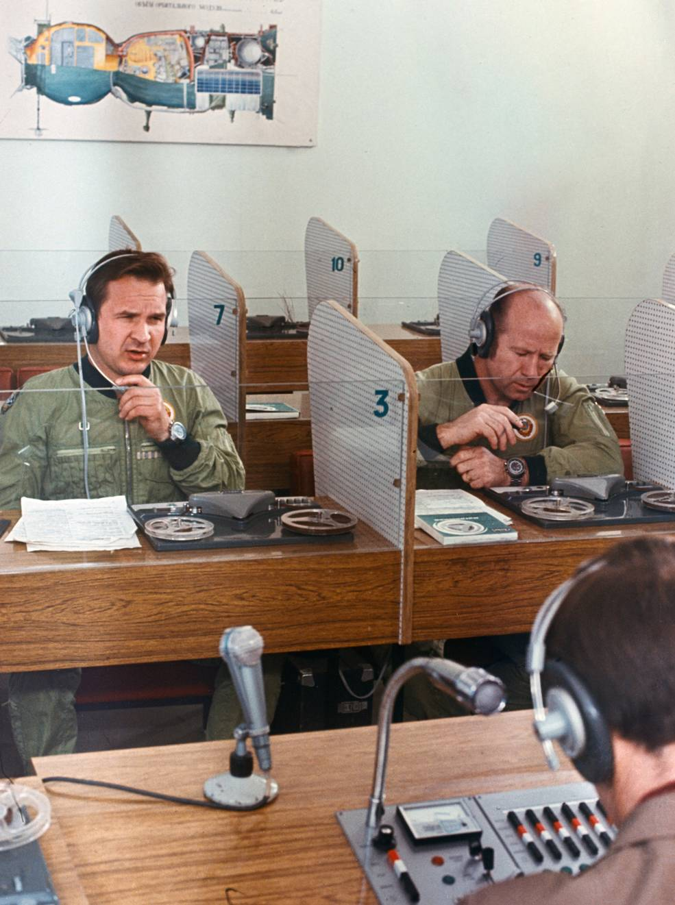 Los cosmonautas soviéticos en clase de inglés.