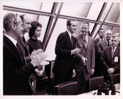 Don Juan Carlos y Doña Sofia visitando el Firing Room 2 después del lanzamiento del Apolo 14. Foto: KSC-71P-108.